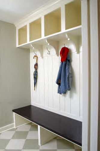 list of ways to help organize your home entryway or mudroom | ListPlanIt.com
